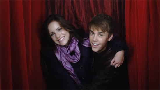 Justin Bieber – Mistletoe Music Video